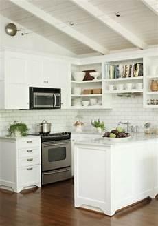 kleine küche einrichten tipps kleine wei 223 e k 252 chenzeile einbauger 228 te einrichten ideen