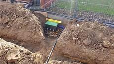 gardena bewässerungssystem verlegen gartenbew 228 sserung selber bauen gr 228 ben leitungen und