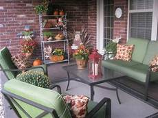 Terrasse Dekorieren Ideen - diy welcome the fall with warm and cozy patio decorating