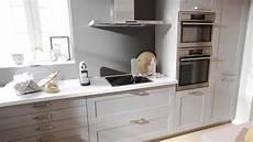 cuisine bois gris clair cuisine 233 quip 233 e esprit cagne en bois gris clair