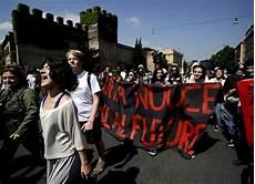 chi sono gli illuminati italiani gli indignados italiani chi sono e cosa vogliono