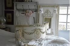 lit style romantique le grenier d shabby chic et romantique decor