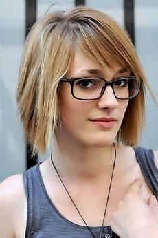 2019 latest short hairstyles for women who wear glasses