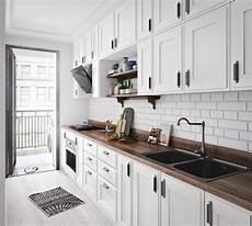 weiße küche landhausstil k 252 che landhausstil schwarz wei 223 holz arbeitsplatte moderne