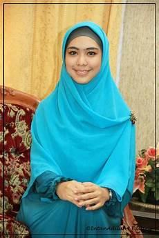 Sejuta Mimpi Sang Pelangi Jilbab Oki Setiana Dewi