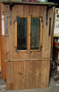Garderobe Aus Altholz Und Einem Fenster In 2019 Altholz