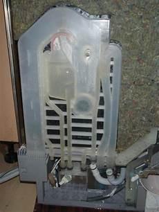wasser in spülmaschine sp 252 lmaschine bosch sgs43c22 wasser in der wanne tropft aus