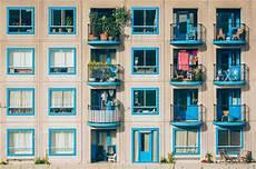 gegenstände treppenhaus entfernen mietrecht sichtschutz auf balkon und pflanzen im