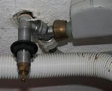 waschmaschine und spülmaschine an einen wasseranschluss komischer wasseranschluss f 252 r wasch und sp 252 lmaschine