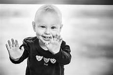 kinder lachen wenn kinder lachen l 228 chelt der himmel foto bild