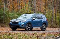 2019 subaru forester vs 2019 hyundai santa fe compare cars