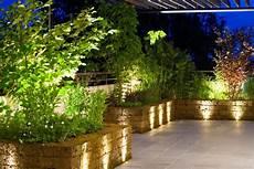 beleuchtung für den garten modernes lichtmanagement im b 252 ro geb 228 ude und pflanzen mit