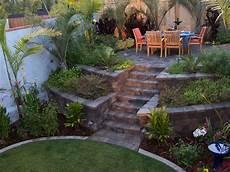Terrassen Treppen In Den Garten - the 2 minute gardener photo raised patio made from