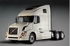 volvo commercial vehicles penske orders 600 volvo trucks autoevolution