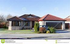moderne bungalows mit garage modern house bungalow stock image image of building