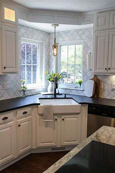 Fabulous Hacks To Utilize The Space Of Corner Kitchen