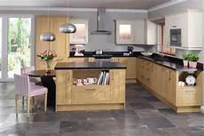 küche mit holz moderne k 252 chen helles holz liegt im trend nettetipps de