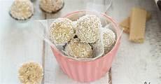 dolcetti con wafer sbriciolati dolcetti al cocco e ricotta con wafer senza cottura o palline al cocco ricotta