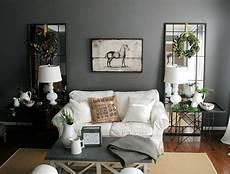 Wandfarbe Grau Wohnzimmer - graue wandfarbe kombiniert mit spiegel als deko im