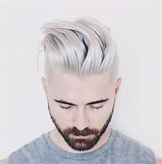 les jeunes hommes aussi succombent aux cheveux gris la