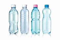 acqua in bottiglia o rubinetto news mezze verit 224 e verit 224 dell acqua in bottiglia