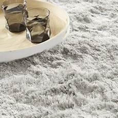 tapis shaggy gris clair pourquoi les tapis design gris restent ils tendance tapis chic le