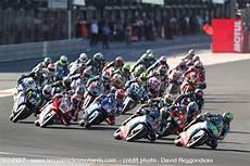 motogp valence 2017 diaporama grand prix motogp de valence d 233 part de la course moto2