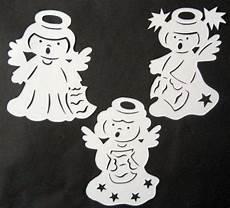 fensterbilder weihnachten vorlagen engel fensterbild filigran tonkarton 3 singende engel