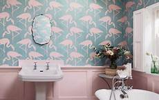 tapete badezimmer einrichtungsidee flamingos flattern jetzt ins wohnzimmer