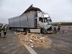 Autobahn A3 Unfall Heute - kreisfeuerwehrverband w 252 rzburg schwerer lkw unfall auf