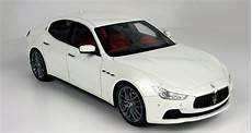 top marques collectibles maserati ghibli 1 18 white top08c