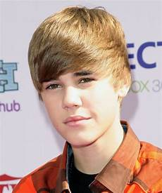 justin bieber short straight casual hairstyle with side
