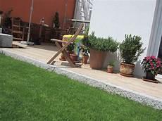 Eine Stufe Der Terrasse Auf Den Rasen Kann Optisch