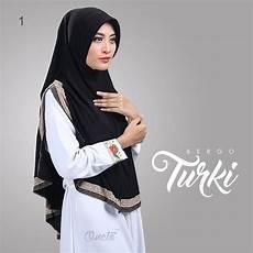 Perpaduan Cantik Model Jilbab Instan Warna Hitam Dengan