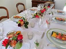 decoration pour anniversaire adulte une table en fleurs pour une d 233 coration d anniversaire
