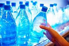 acqua in bottiglia o rubinetto acqua rubinetto o in bottiglia farmaface