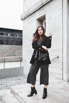 Eleganter Business Look Mit Schleifen Culotte Schwarzen