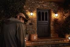 was schreckt einbrecher ab intelligente beleuchtung simuliert anwesenheit