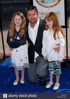 Gerard Butler Frau - gerard butler and his nieces nim s island premiere at