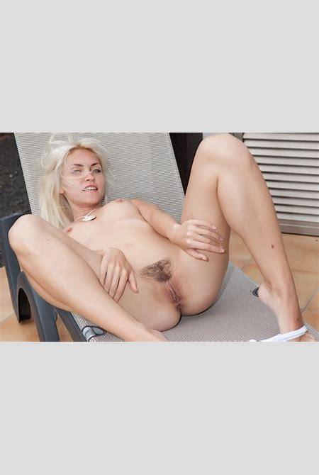 Nackte Schönheit. Schauen Sie erotische Bilder mit nackten ...