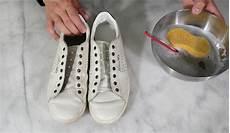 nettoyer basket blanche comment bien nettoyer ses baskets blanches en cuir tuto