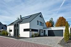 Fassadengestaltung Einfamilienhaus Modern Satteldach