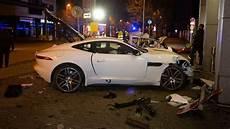 Jaguar Raser Stuttgart - stuttgart unfall in der innenstadt jaguar raser verliert