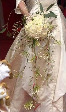 bouquet mariée cascade 201 pingl 233 par lenabonheurs sur vive les mari 233 e s vive