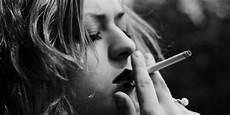 Gambar Orang Tua Merokok Keren