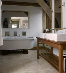 badezimmer holz waschtisch waschtisch aus holz und andere rustikale badezimmer ideen