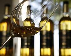 verre vin blanc and sauternes s vineyards