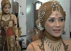 Contoh Gambar Foto Model Jilbab Kebaya Untuk Wajah Bulat Ketat