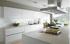 cuisine blanche laquée cuisine blanche laqu 233 e 99 exemples modernes et 233 l 233 gants