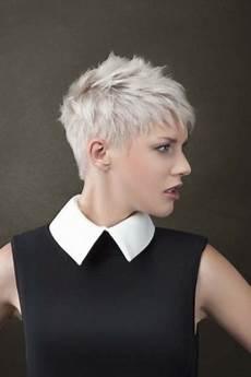 coupe courte cheveux ondulés coupe cheveux courte 2018